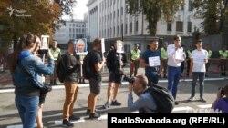 Акція «Обережно бити: зупиніть це негайно!» біля Адміністрації президента. Активісти та народні депутати вимагають зупинити фізичний тиск на журналістів та представників громадськості в регіонах