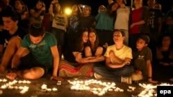 Իսրայել - Մոմավառություն ի հիշատակ երեք սպանված պատանիների Հորդանանի Արևմտյան ափին գտնվող Հալհուլ գյուղում՝ այն վայրի մոտակայքում, որտեղ գտել են նրանց դիերը, 30-ը հունիսի, 2014թ․