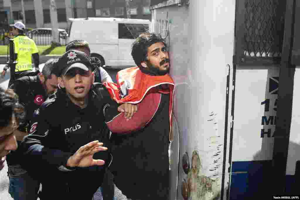 ТУРЦИЈА - Повеќе до 30 илјади полицајци се отпуштени од работа во Турција во рамки на борбата против организацијата на проповедникот Фетула Ѓулен, која турските власти ја сметаат за одговорна за обидот за пуч во 2016 година.