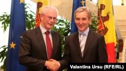 Президент Европейского совета Херман ван Ромпей (слева) и премьер-министр Молдовы Юрие Лянкэ на встрече в Кишиневе, 12 мая 2014 года.