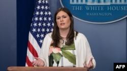 Главный заместитель пресс-секретаря Белого дома Сара Хакаби Сандерс на пресс-конференции в Вашингтоне, 5 июня 2017 года.