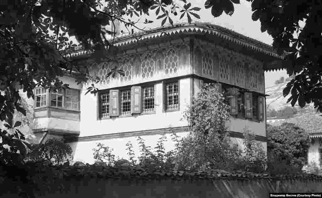 Ханский дворец был основан в XVI столетии и оставался резиденцией Крымских ханов до 1783 года – первой аннексии Россией