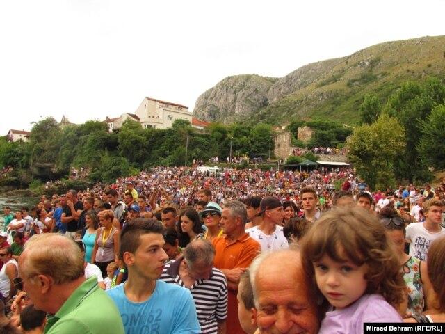 Publika gleda skokove