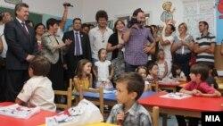 Претседателот Ѓорге Иванов им посакува успех на првачињата на почетокот на учебната година.