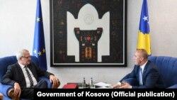 Kryeministri i Kosovës, Ramush Haradinaj, dhe zëvendëspresidenti i Parlamentit Evropian, Rainer Wieland.