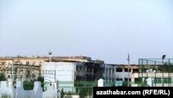 Partlamada Abadan şäherindäki 8-nji orta mekdebiň binasyna hem zeper ýetdi.