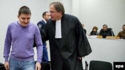 Владимир Дринкман (сол жақта) адвокатымен бірге Нидерланд сотында. Гаага, қаңтар, 2015 жыл.