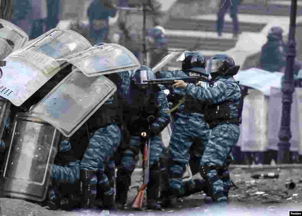 В столкновениях в центре Киева, начавшихся 19 января, по официальным данным, пострадали более 200 человек, в том числе – 35 журналистов