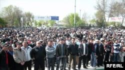 К.Бакиевди жактагандардын митинги, Жалал-Абад, 2010-жылдын 8-апрели.