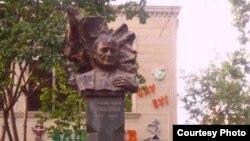Бюст М.Э.Расулзаде в Гяндже