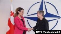 Министр Грузии по вопросам примирения и гражданского равноправия Кетеван Цихелашвили и замгенсека НАТО Роуз Геттемюллер. Брюссель, 6 сентября 2018 года