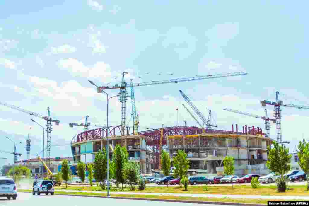 A new ice-hockey stadium is being built in Almaty's Alatau District. The stadium will be able to hold 12,000 spectators.