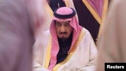 """Kral Salman tacqoyma mərasimi münasibətilə xalqa 32 milyard """"muştuluq"""" mükafatı paylayıb"""