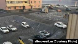 Снег выпавший в одном из микрорайонов Новосибирска