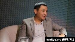 Журналист Азаттыка Касым Аманжолулы, ведущий программ AzattyqLIVE и «Еркін сөз» («Свободный разговор»).
