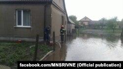 За ніч рівень води, який учора у річці Льва піднявся на один метр, трохи впав, ситуація контрольована