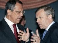 NATO's de Hoop Scheffer (right) with Russia's Lavrov in Oslo on April 26 (AFP)