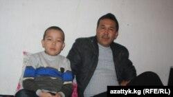 Ырыскелди с отцом Бакытом перед операцией. 17 января 2013 года