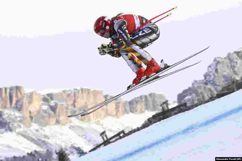 The Czech Republic's Ester Ledecka speeds down the course during training for the women's World Cup downhill in Val Gardena, Italy. (AP/Alessandro Trovati)