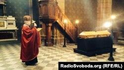У Празі попрощалися з Олександром Олесем