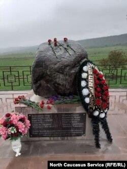 Памятник погибшим во Второй мировой войне школьникам