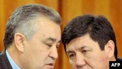 Убактылуу өкмөттүн мүчөлөрү Өмүрбек Текебаев жана Темир Сариев