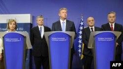 Komesar za proširenje EU Štefan File sa ministricom vanjskih poslova Hrvatske Vesnom Pusić i političkim liderima BiH, ilustrativna fotografija