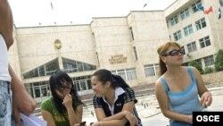 Кыргызстанда жогорку окуу жайларды аяктагандардын 70 пайызы жумуш таба алышпайт