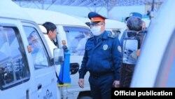 Сотрудники МВД Узбекистана говорят, что в период карантина из-за коронавируса им увеличили объем работы.