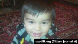 2-летний Назирбой Нематуллаев, которого по ошибке признали мертвым и отправили в морг.