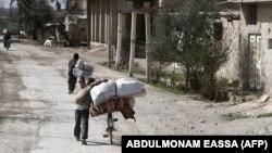 Люди втікають зі Східної Гути, Сирія, 1 березня 2018 року