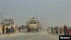 Иракские и американские подкрепления входят в город Каяра, освобожденный от исламистских боевиков. 29 августа 2016 года.