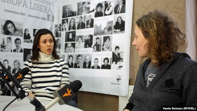 Natalia Morari și Nicoleta Esinencu, în studioul Europei Libere de la Chișinău