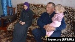 Аня Сірук та її дочка з батьком Вадима