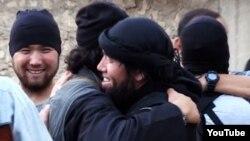 Сирияға аттанған қазақстандық жиһадшылар туралы видеодан скриншот.
