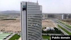 Türkmenistanyň ozalky nebit-gaz ministrliginiň binasy.