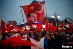 Ердоғанның жақтастарының шеруі. Анкара, 20 шілде 2016 жыл.