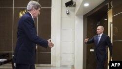 Ռուսաստանի նախագահ Վլադիմիր Պուտինը Սոչիում ընդունում է ԱՄՆ պետքարտուղար Ջոն Քերրիին, 12-ը մայիսի, 2015թ․