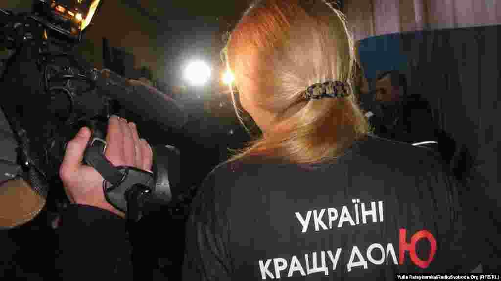 Євгенія Тимошенко, донька екс-прем'єра Юлії Тимошенко, проголосувала у Дніпропетровську