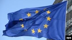Еуропарламент алдындағы Еуропа одағының туы, Страсбург. (Көрнекі сурет).