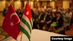 В последние десятилетия активно развиваются контакты Абхазии с многочисленной абхазской диаспорой в Турецкой Республике