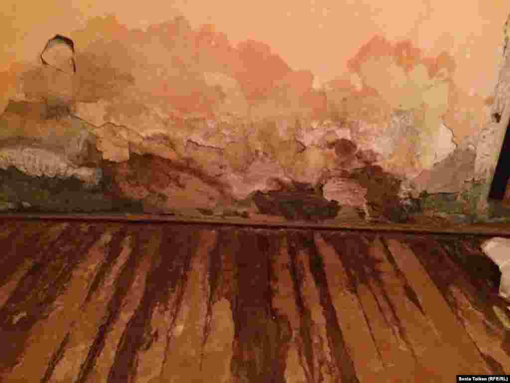 Айгүл Жанғалиеваның үйінің қазіргі жағдайы. Атырау, 1 наурыз 2016 жыл.
