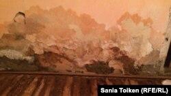 Доссор көшесі 40 барак үйдегі Айгүл Жанғалиеваның пәтерінің іші. Атырау қаласы, 1 наурыз 2016 жыл.