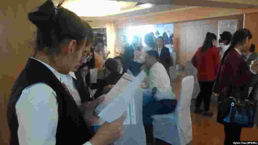 По словам организаторов выставки«Международное образование», по Интернету на выставку зарегистрировалось более тысячи участников.