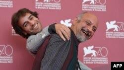 شهرام مکری در کنار بابک کریمی در اختتامیه جشنواره ونیز