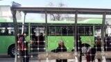 В ожидании общественного транспорта в Ашхабаде