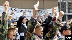 Корейская война начала 1950-х породила многие проблемы, с которым сталкиваются герои романа Чжана Ли