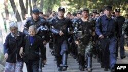 Референдум в Киргизии прошел спокойно, но спокойствия в стране пока не хватает.