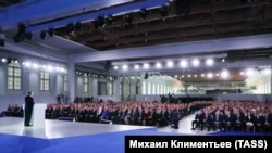 Путин Федерал Йиғинда чиқиш қилмоқда.