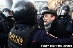 Лев Пономарев на акции в Москве